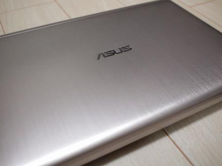"""ASUS VivoBook X202E-CT987""シャンパンゴールド"