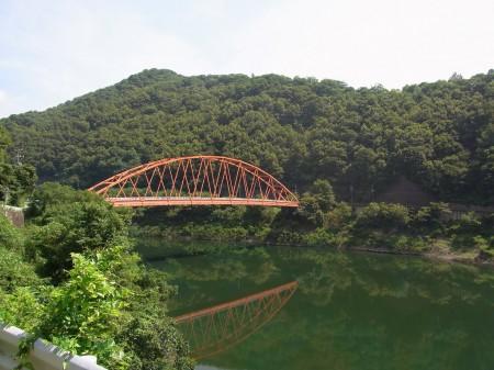 一庫ダムの赤い橋