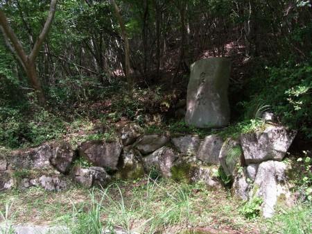 なんかの石碑?