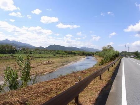 篠山川沿いを行く