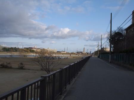 武庫川の川沿いへ