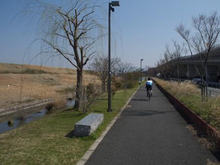 京滋バイパス沿いを走る