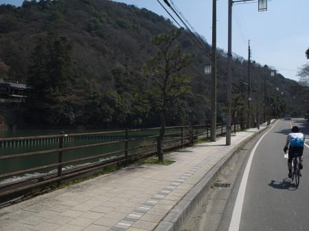 宇治川沿いを天ケ瀬ダム方面へ
