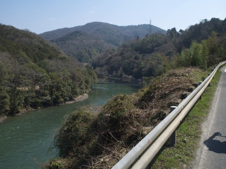 川が低くなってきました