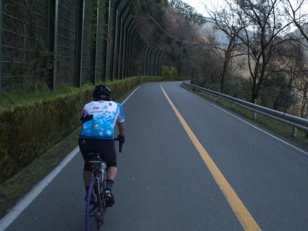 瀬田川沿いを走る