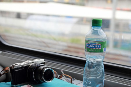 空港で買った普通の水=600円。