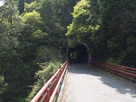 保津川のトンネル