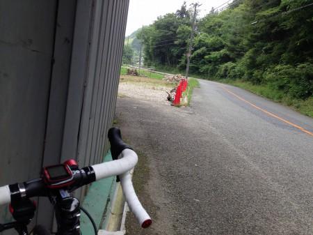 民田の辺りで雨宿り