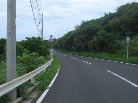 島の北側を走る