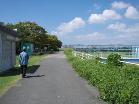 淀川沿いをくだっていく