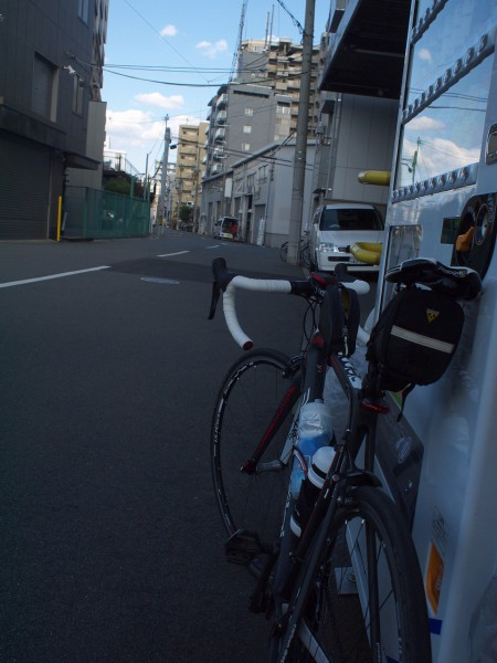 淀川沿いの自販機にて