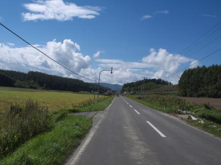 まっすぐ続く道