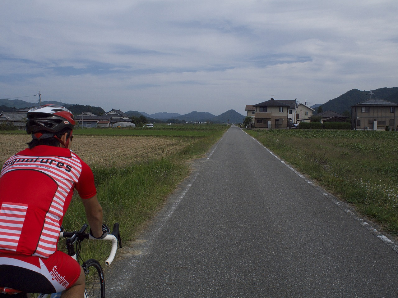 篠山ののどかな風景を走る