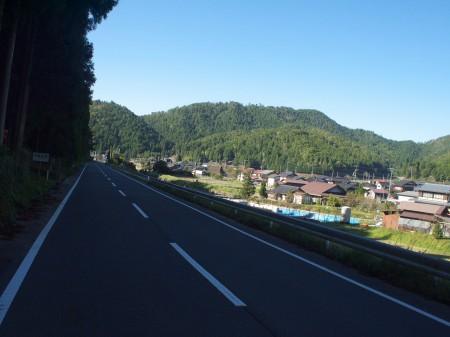 町の景色を見ながら