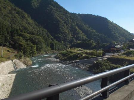 一日中、川と走りました