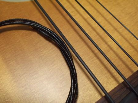 ブラックナイロン弦 / ダダリオとフェンダーの比較