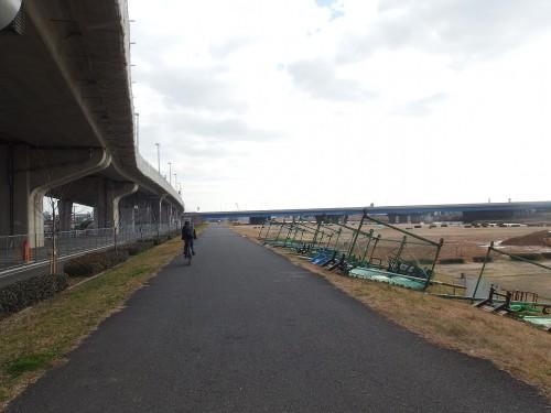 向かい風の猪名川沿いを帰還