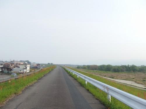 木津川沿いを北上