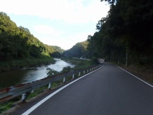 川沿いR12
