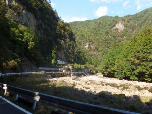 渓谷を抜ける
