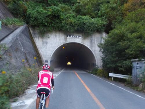トンネルを越える