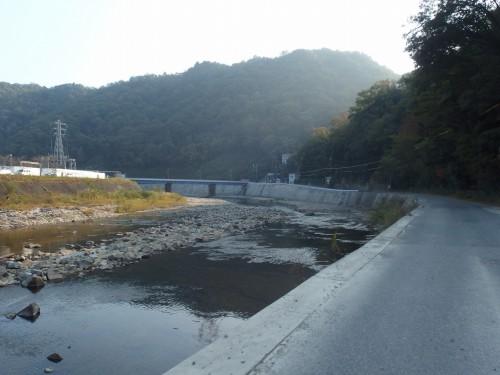 川沿いを宝塚方面へ