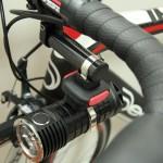 """ロードバイクに明るさを!""""専用ライトではないライト""""の「自転車マウント」を考える"""