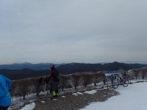 大野山頂上へ