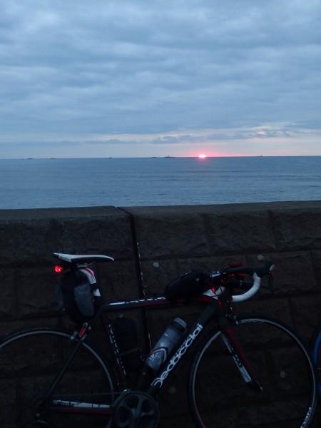日の出と愛車