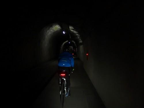 自転車用のトンネルはコチラでした